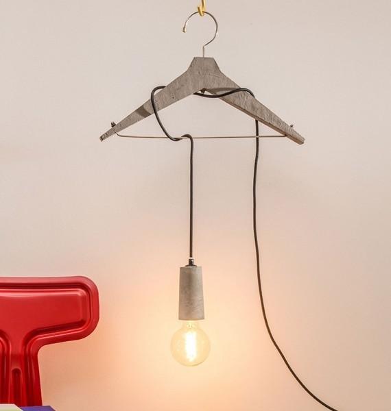 Donkey - Louis Beton - Kleiderbügel-Lampe - Lampengestell als Kleiderbügel aus Zement - 47x30x